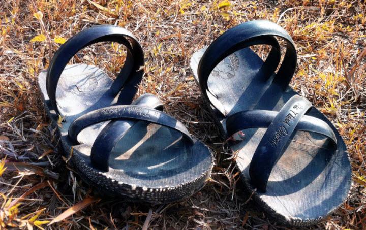 Bài văn thuyết minh về đôi dép lốp thời kháng chiến số 11