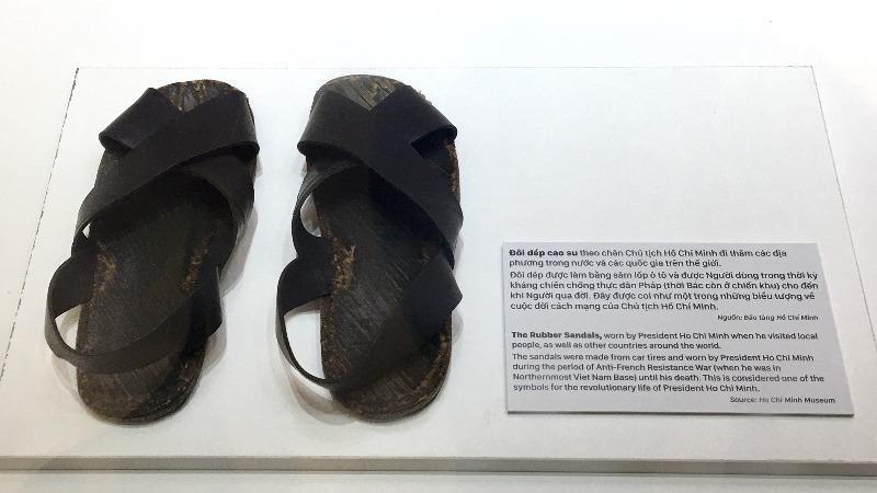 Bài văn thuyết minh về đôi dép lốp thời kháng chiến số 12