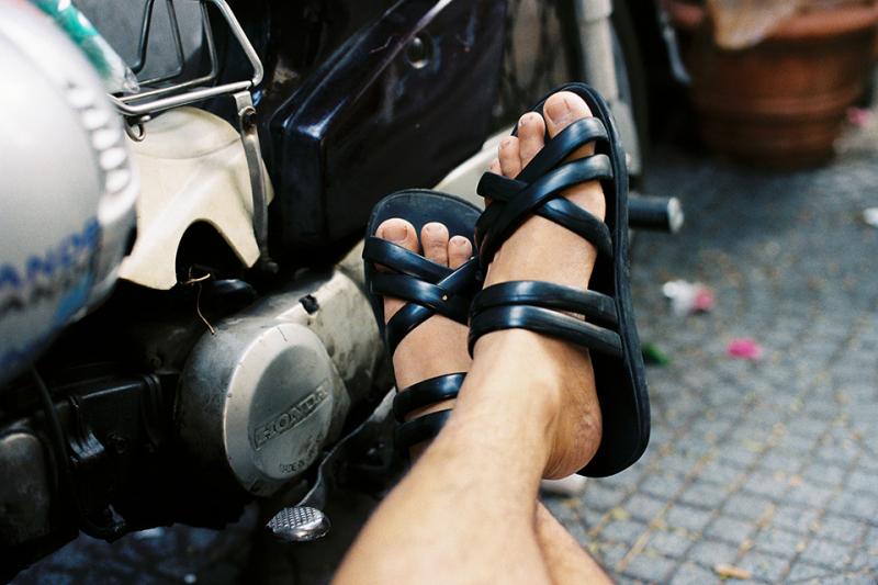 Bài văn thuyết minh về đôi dép lốp thời kháng chiến số 14