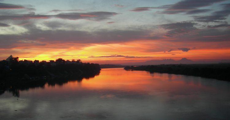 Bài văn tả dòng sông quê hương số 17