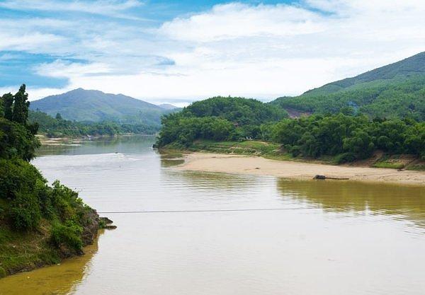 Bài văn tả dòng sông quê hương số 8