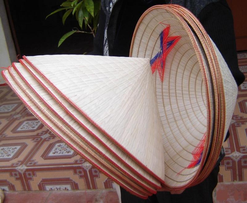 Bài văn thuyết minh về chiếc nón lá (bài số 12)