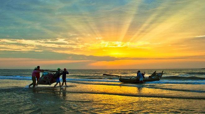 Cảnh biển buổi sáng trên quê hương