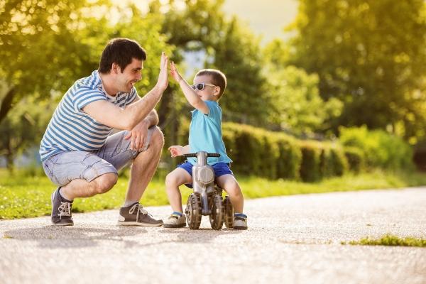 Dàn ý bài văn: Tả bố em (bài số 4)