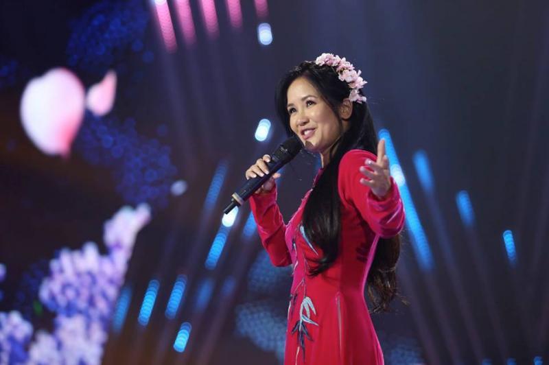 Dàn ý bài văn: Tả ca sĩ đang biểu diễn (bài 10)