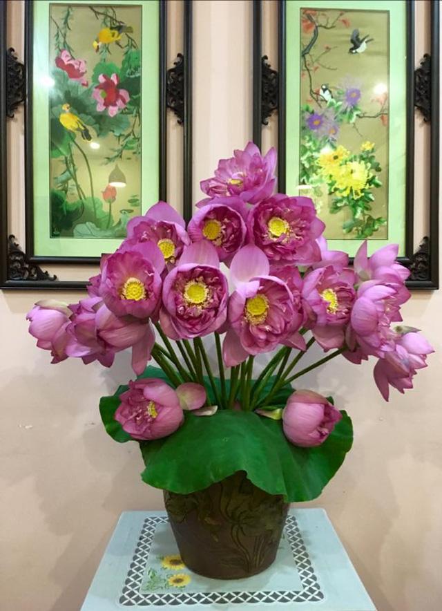 Dàn ý bài văn: Tả cây hoa sen (bài số 6)