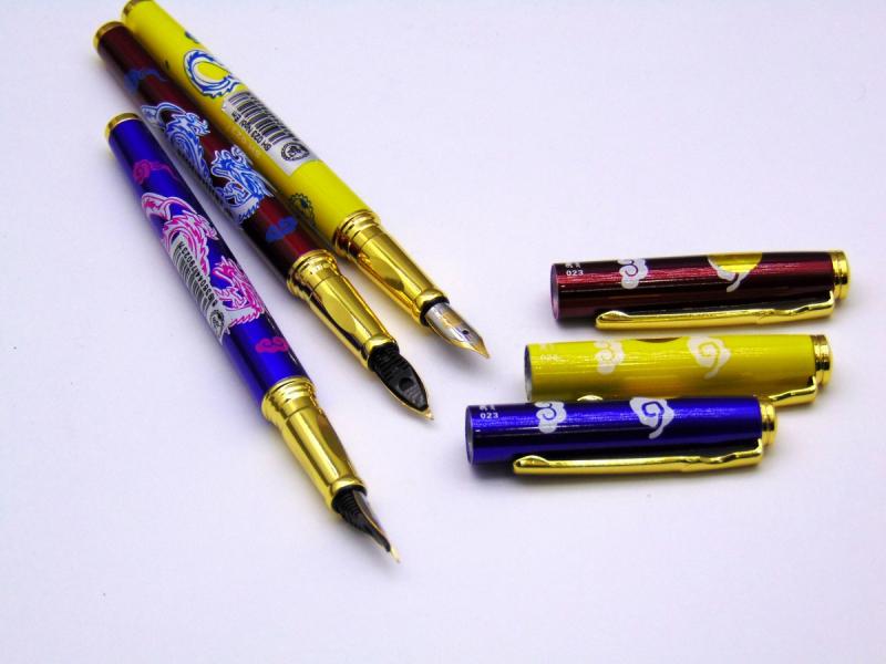 Dàn ý bài văn: Tả chiếc bút mực (bài số 1)