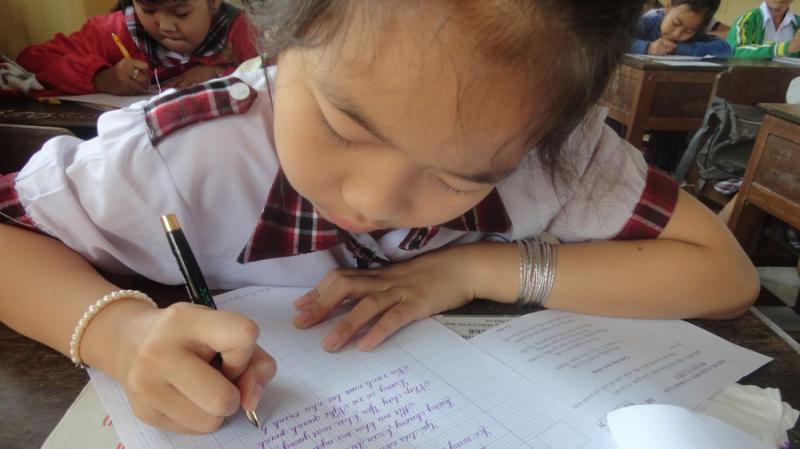 Dàn ý bài văn: Tả chiếc bút mực (bài số 9)
