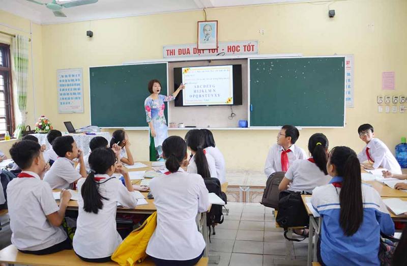 Dàn ý bài văn: Tả cô giáo đang giảng bài