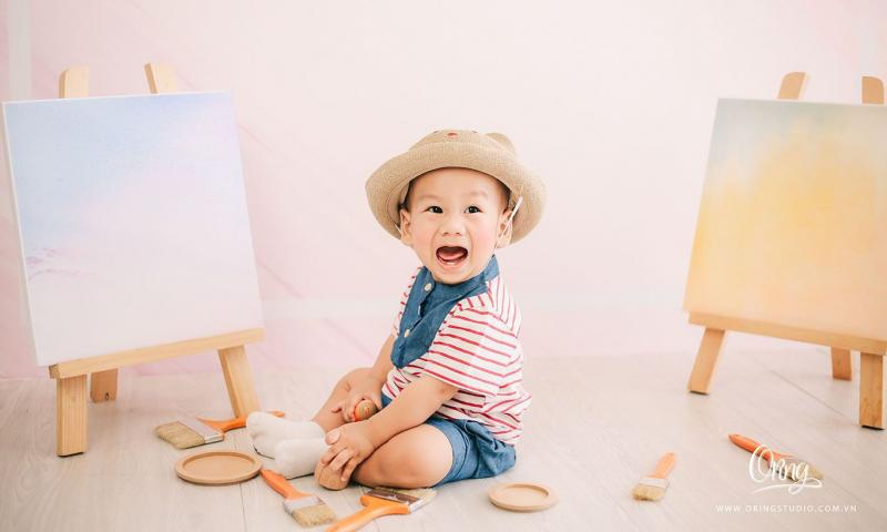 Dàn ý bài văn: Tả em bé đang tuổi tập nói tập đi (em bé trai)