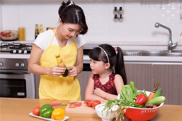 Dàn ý bài văn: Tả mẹ đang nấu cơm (bài 5)