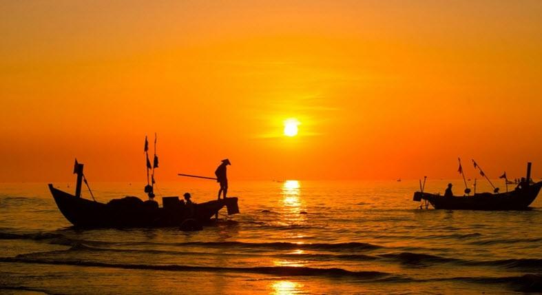 Mặt trời mọc trên biển mang lại những ấn tượng khó quên