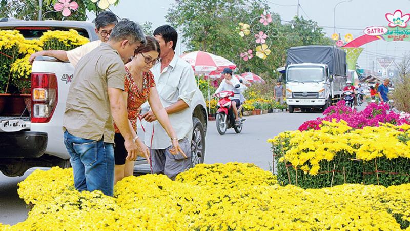 Bài văn tả cảnh chợ hoa ngày tết quê em số 5