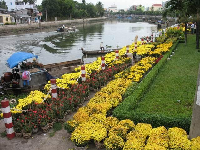 Bài văn tả cảnh chợ hoa ngày tết quê em số 1