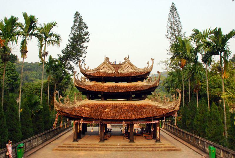 Bài văn thuyết minh về địa điểm du lịch - Chùa Hương